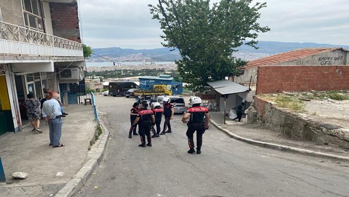 İZMİR POLİSİN `DEN MAHALLE MAHALLE DENETLEME