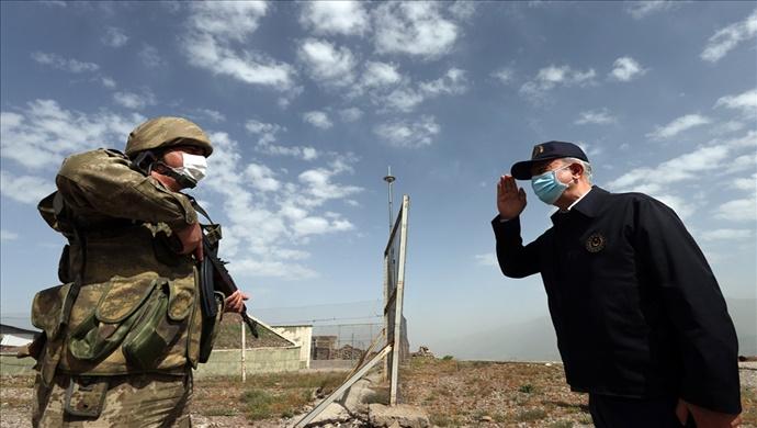 Bakan Akar ve TSK Komuta Kademesi Sınırın Sıfır Noktasındaki Mehmetçiklerle Bayramlaştı