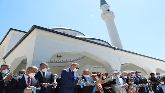 Cumhurbaşkanı Erdoğan, Burhaniye Şehriban Hatun Camii'nin açılışını gerçekleştirdi