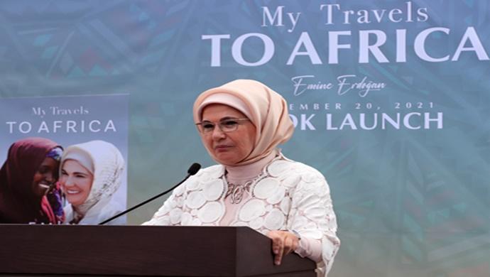 """Emine Erdoğan, """"Afrika Seyahatlerim"""" adlı ilk kitabının tanıtımını New York'ta yaptı"""