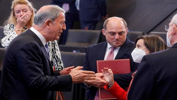 Millî Savunma Bakanı Hulusi Akar, İspanya Savunma Bakanı Margarita Robles ile Bir Araya Geldi